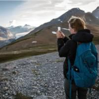 Hiking at Parkers Ridge, Banff NP   Ben Morin, Parks Canada