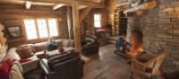 Inside the cozy log cabin | Goh Iromoto