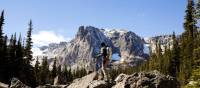Hiking in the majestic mountains of Rocky Mountain National Park | ©VisittheUSA.com